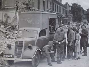 An emergency food van following the bomb blast in Albemarle Road, Beckenham: Photo supplied by Bromley Central Library