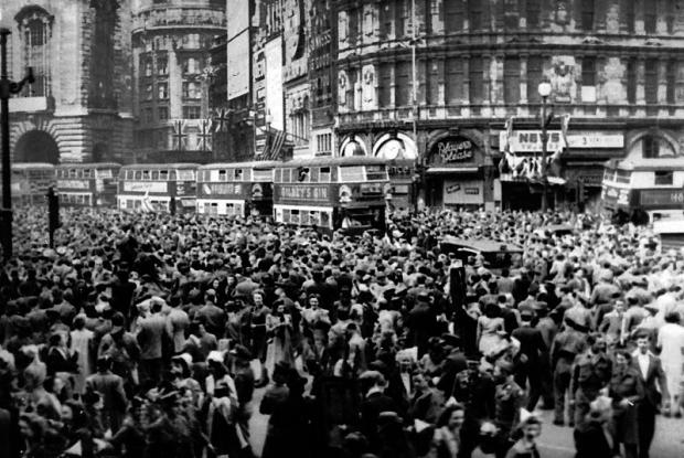 News Shopper: Image: VE Day at Piccadilly Circus, May 8, 1945. Image: mrjspence via wikipedia