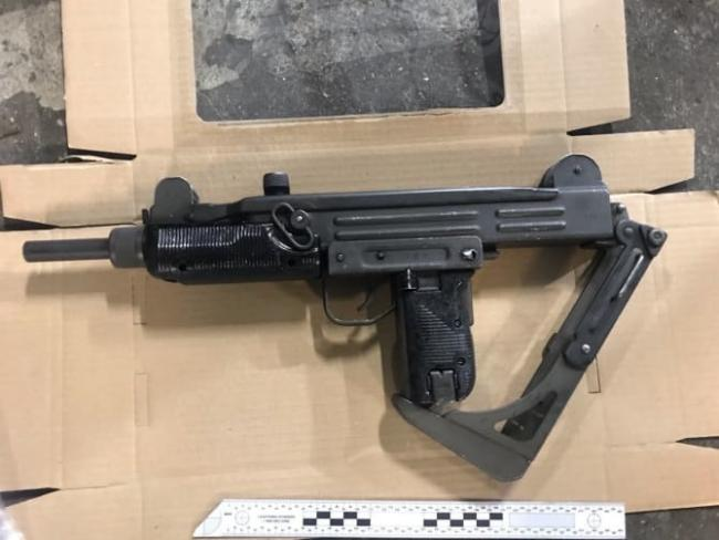The uzi uncovered by police during a traffic stop. Image: Met Police