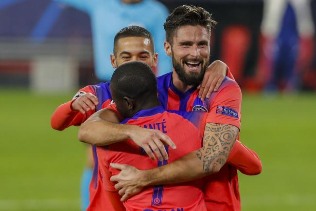 Olivier Giroud celebrates with team-mates