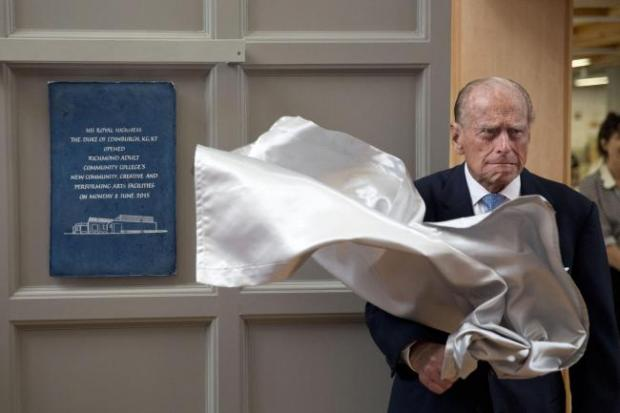 News Shopper: Prince Philip theatrically unveils a plaque at the Richmond Community Adult Learning centre
