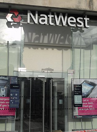 News Shopper: Woowich Riots - smashed Natwest window
