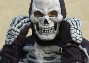 News Shopper: Paul Tollafield in the skeleton outfit he is planning to wear while running the Swindon Half-marathon Ref: 99280-70