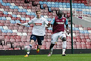 Debutant Andy Keogh holds off Abdoulaye Faye