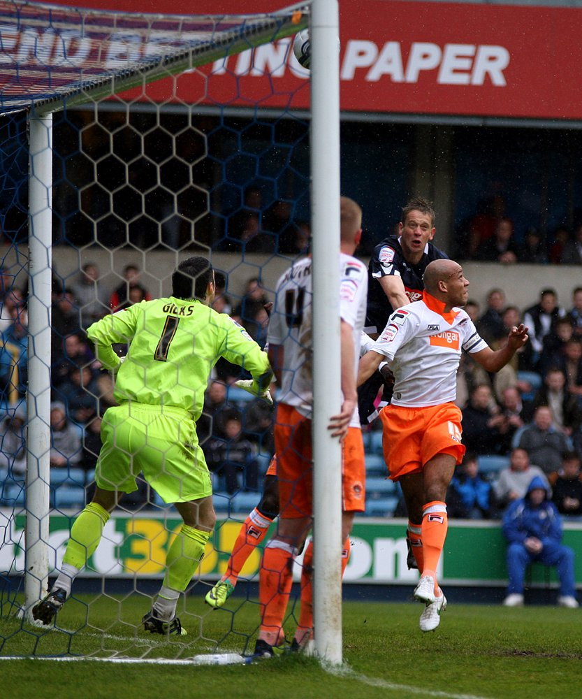 Paul Robinson goes close with this header