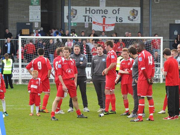 Barry Ashby reflects with the Welling squad after the final whistle