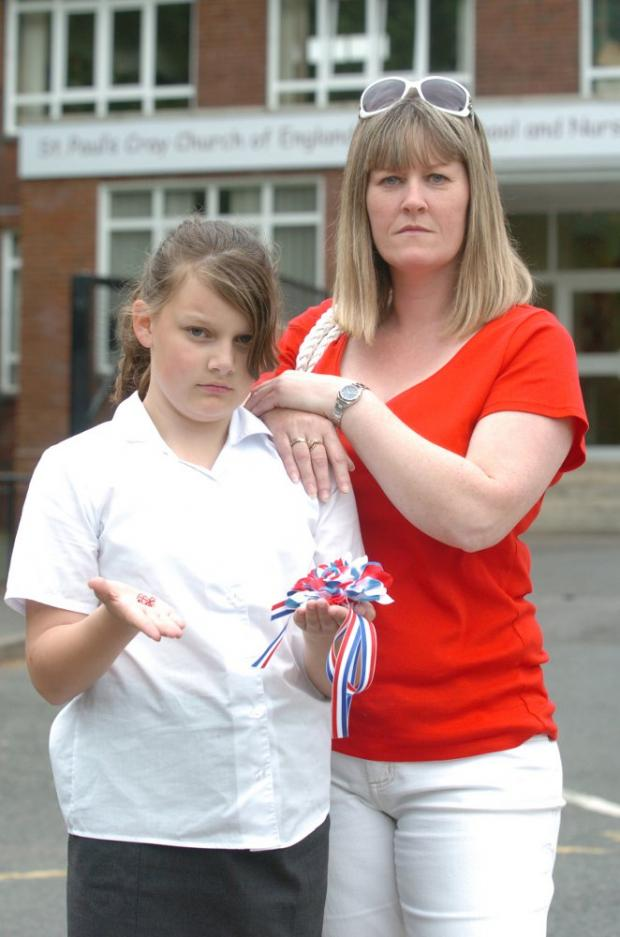 Elizabeth Carrick with her daughter Jessica Munford, 11