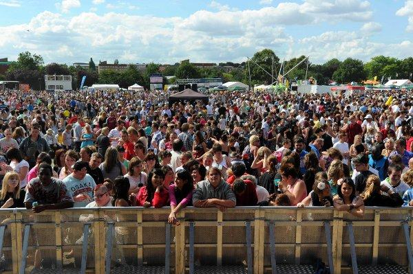 Crowds at a previous Dartford Festival.