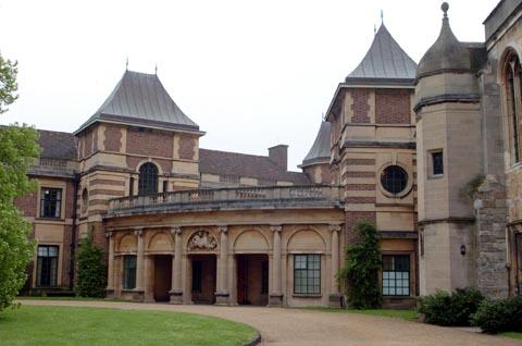 Medieval knights battle it out at Eltham Palace