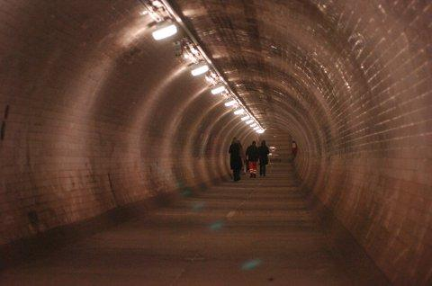 Should cyclists be allowed to ride through Greenwich and Woolwich foot tunnels?