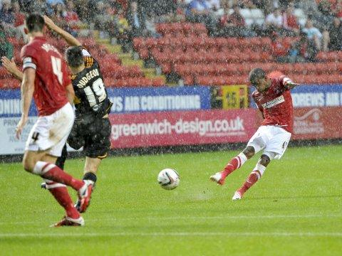 Bradley Pritchard has a second half shot against Hull as the rain pours down. PICTURE BY KEITH GILLARD.