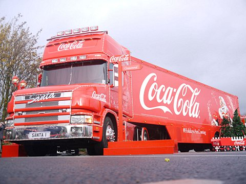 Coca-Cola Christmas trucks hit Gravesend and Thamesmead - video and pictures