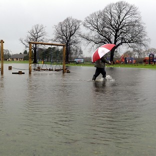 500 homes evacuated as river floods
