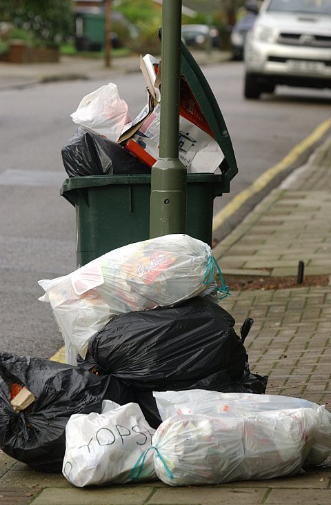 Bromley binmen: Strike dates announced