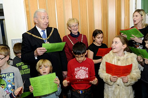 News Shopper: Mayor & Mayoress Councillor Ross Downing and Mayor Mayor & Mayoress Councillor Ross Downing and Mayor Alan Downing with the school choir