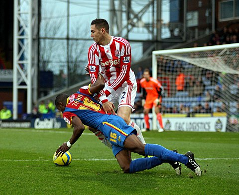 Zaha falls under pressure from Geoff Cameron