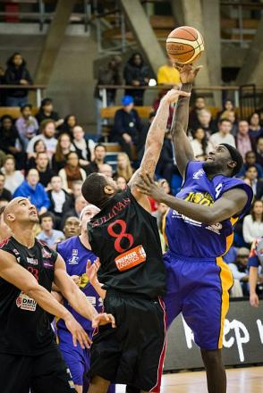 Action from last night's game. PICTURE BY andysiddersphotography.co.uk