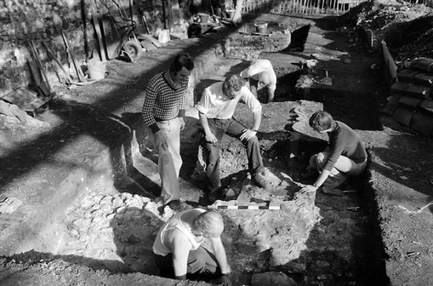 DDAG members unearth part of Henry VIII's royal manor house at a 1976 dig.