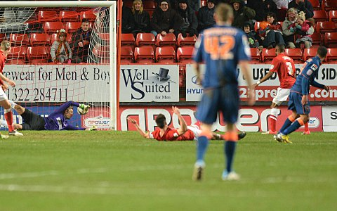 Ben Hamer is beaten by Tom Ince's late strike