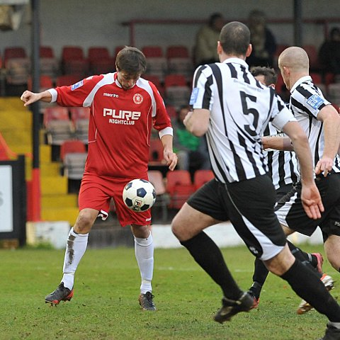 Joe Healy collects the ball and scores Welling's second