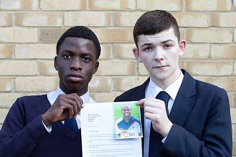 Left to to right: Seyi Oyenuga, 16, and Tyler Barclay, 15, with the letter from Muamba.