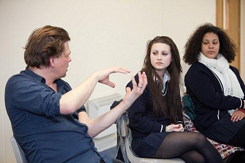 Simon Stephens talks to Imogen Lindsey (15, left) and Yasmein Mereb (16, far left).