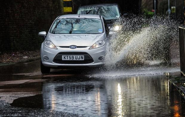 Severe weather warning - London and south east braced for heavy rain and possible flooding