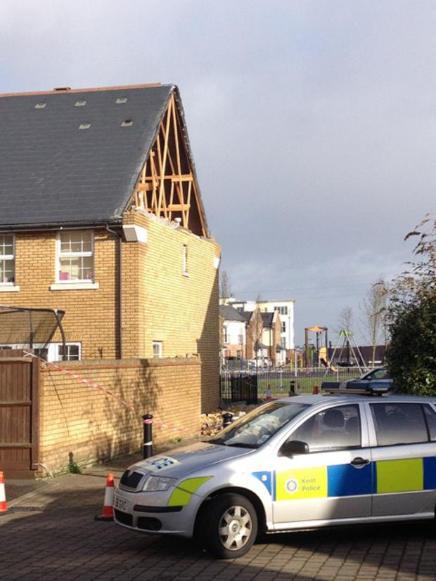 News Shopper: PICTURED: Wind rips gaping hole in Greenhithe new build
