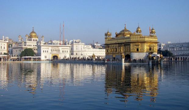 News Shopper: The Golden Temple with the dome of the Akal Takhat shrine to the left (image by Jasleen Kaur).