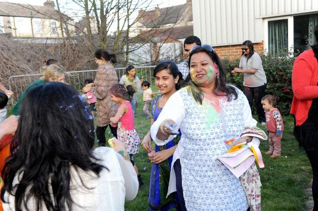 News Shopper: PICTURED: Bexleyheath paint throwing festival goes off with a bang