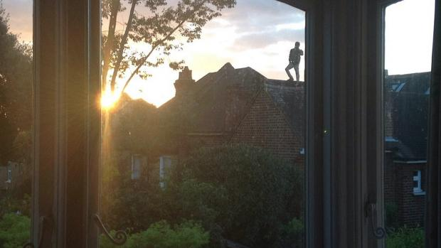 News Shopper: Lewisham man on roof overnight after police come to arrest him