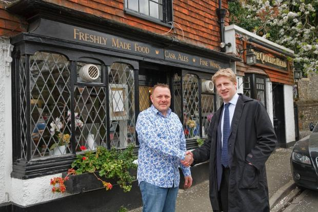 Jo Johnson visits The Queen's Head, Downe