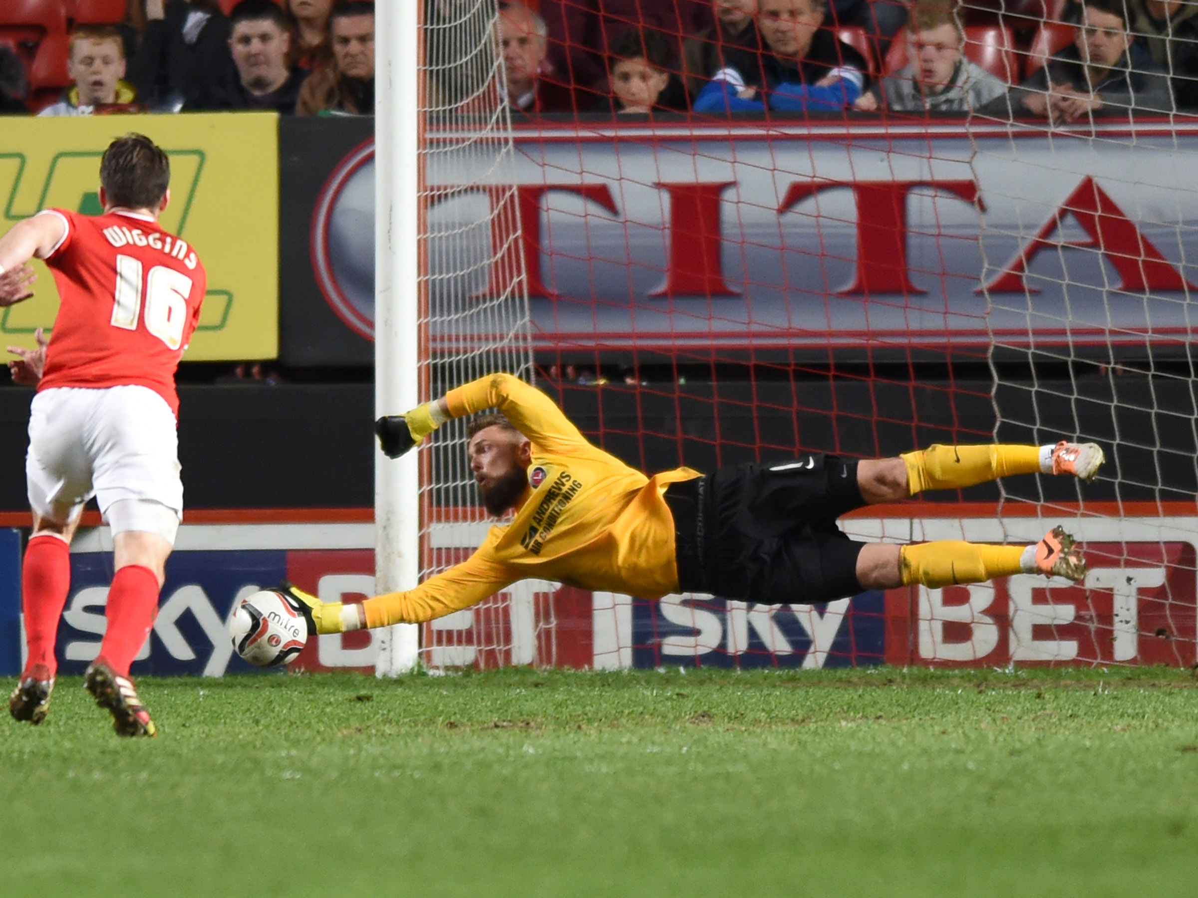 News Shopper: Ben Hamer makes a save