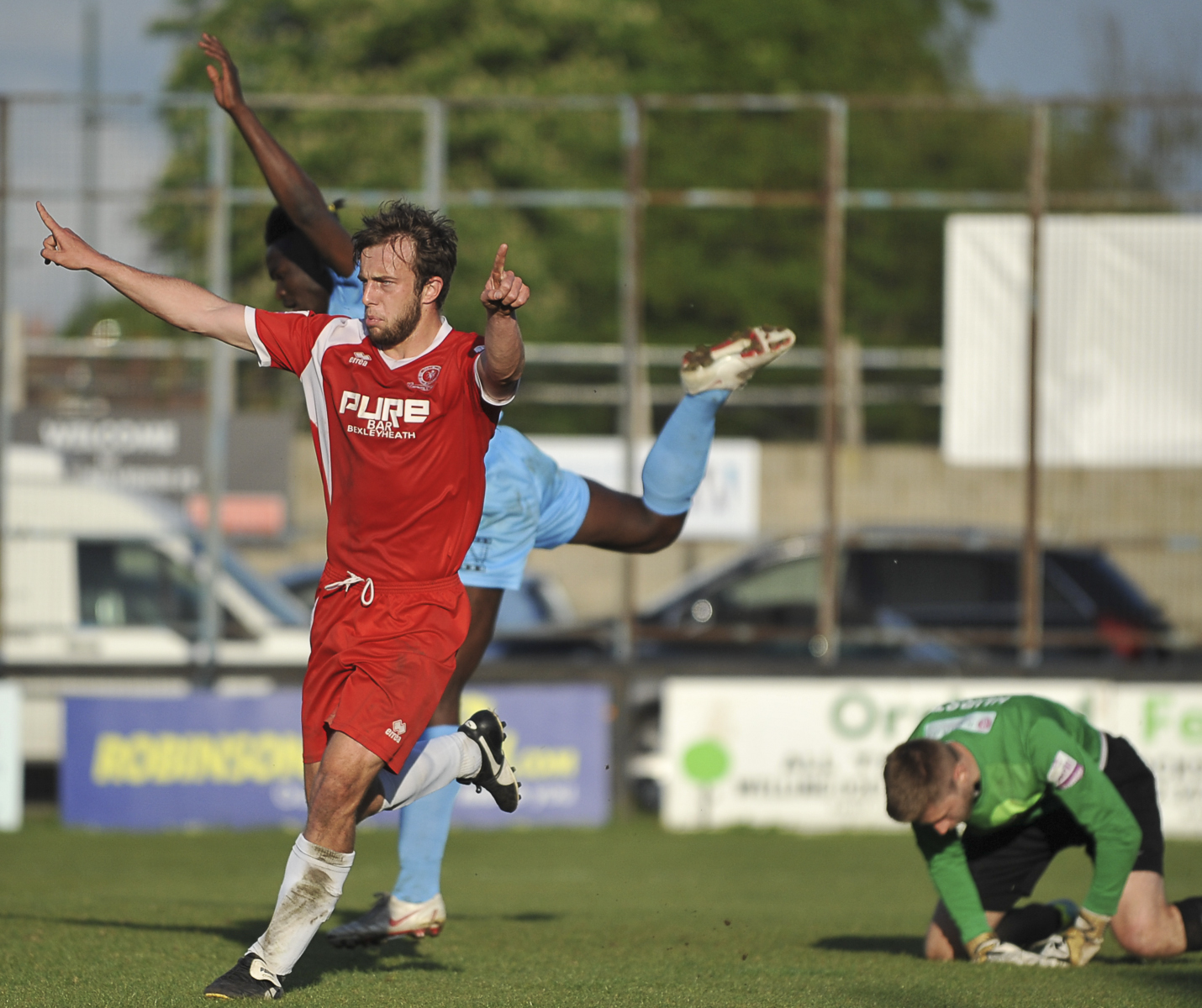 Welling sign off with thrilling victory