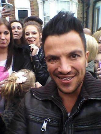 Peter Andre poses with fans (image by Courteney Prior).