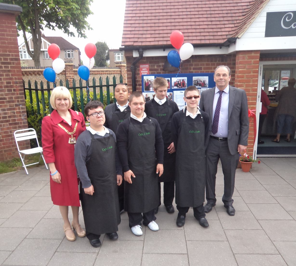 New £120,000 cafe run by school pupils open to the publ
