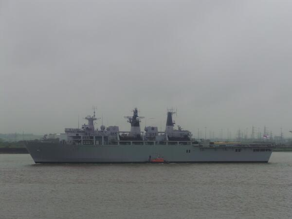 News Shopper: UPDATE: Warship HMS Bulwark passes through Gravesend Reach on way to Greenwich