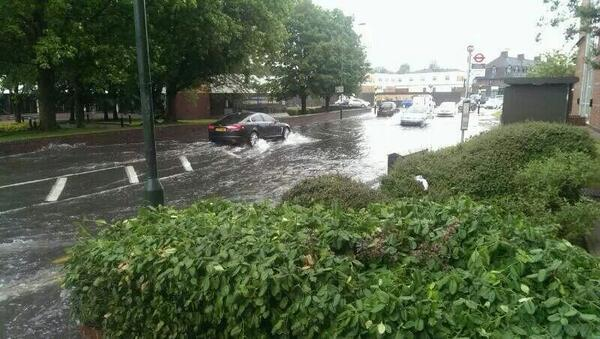 PICTURED: Heavy rain causes flooding in Foots Cray