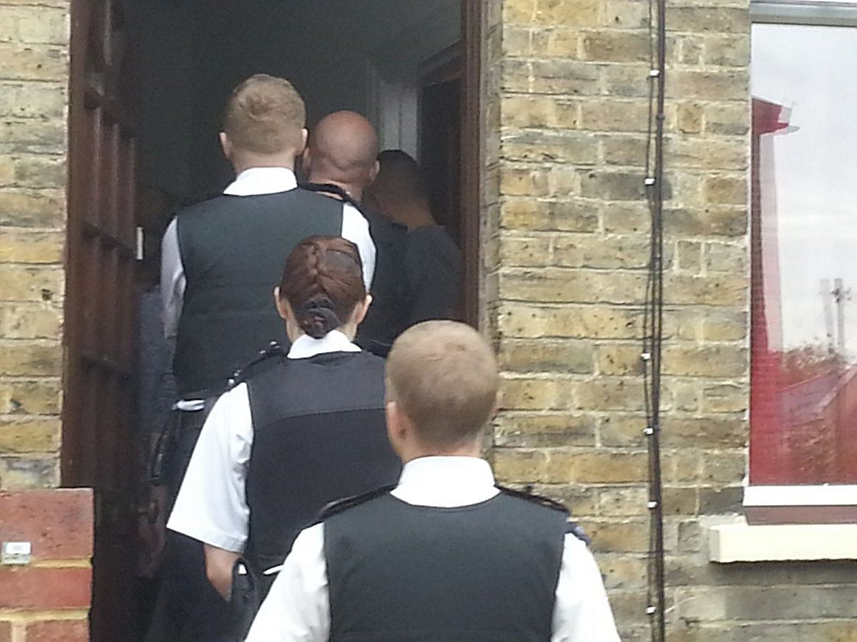 Officers move in on the suspects in Abbey Wood.
