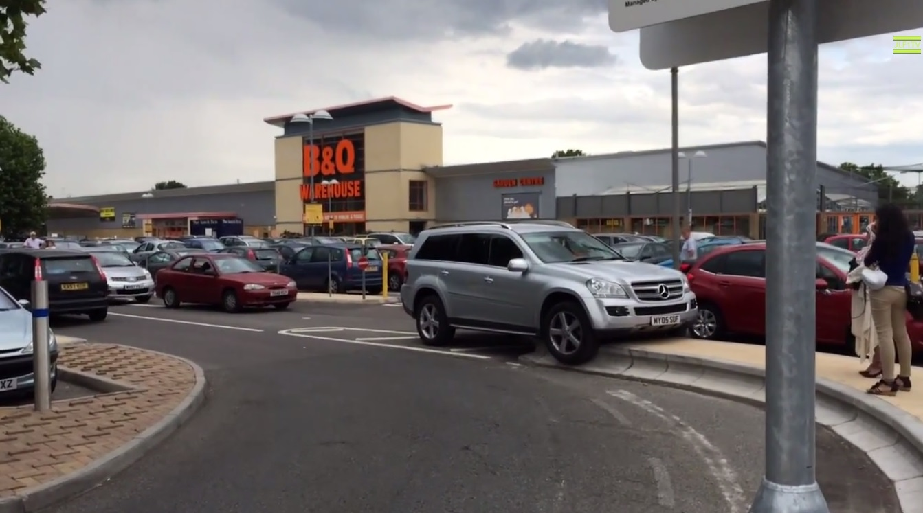 VIDEO: Mercedes-Benz parking fail in Dartford captured is YouTube sensation