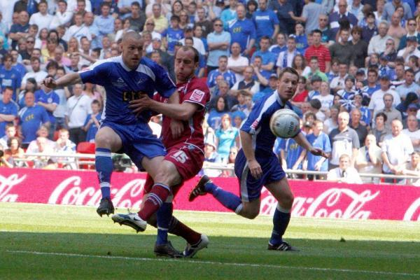 Gary Alexander in action for the Lions v Scunthorpe at Wembley in 2009
