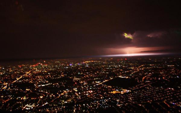 The lightning storm approaches London. Photo by MPS Helicopters (@MPSinthesky)