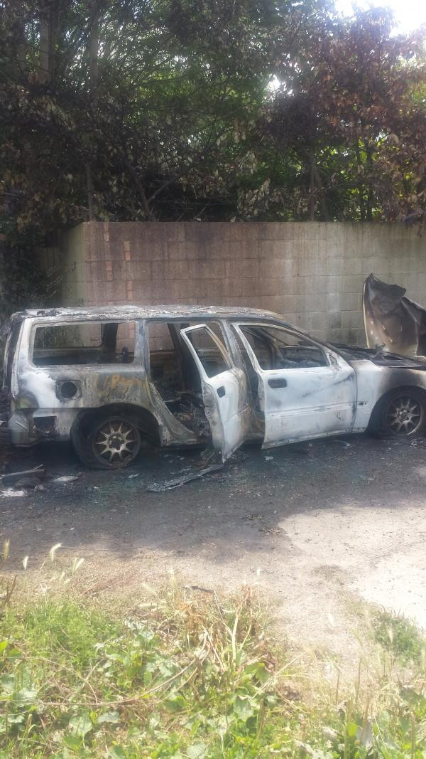 UPDATE: Man finds burnt-out remains of Volvo 'involved in West Wickham police chase'