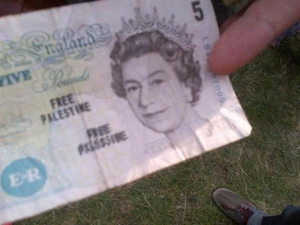 Mr James tweeted the photo he took of the five pound note