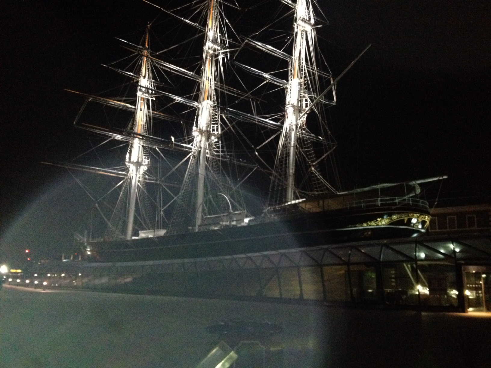 The orb appearing in Glen Harryman's picture of the Cutty Sark.