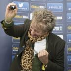 News Shopper: Sir Rod Stewart had more fun doing the Scottish Cup draw than anyone doing a cup draw ever has