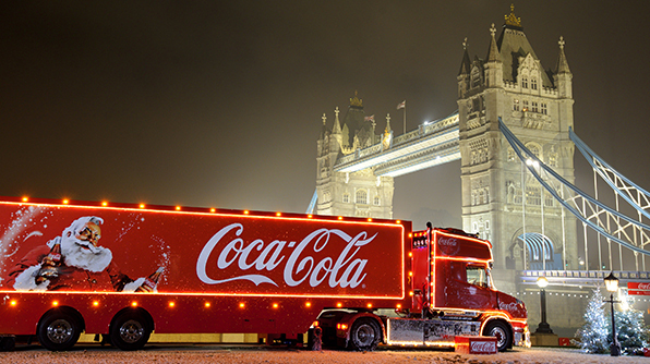 Coca-Cola christmas truck_Tower bridge