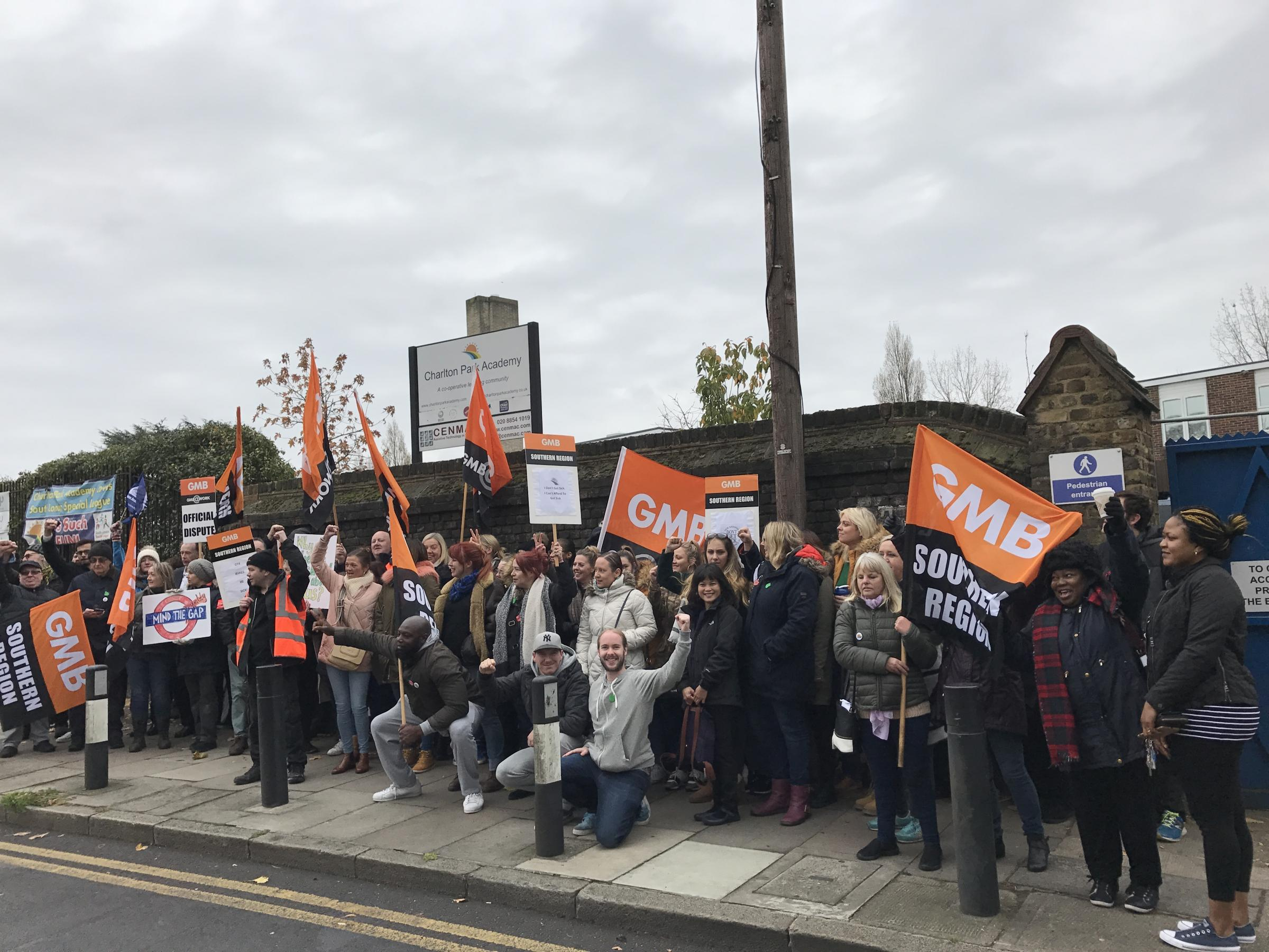 Teachers strike at Charlton school over sick pay