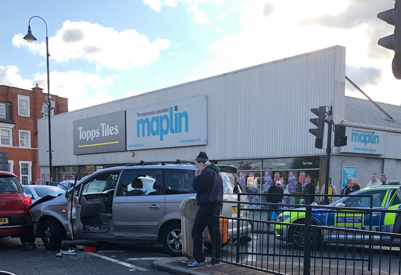 Crayford town centre shut as police chase ends in car crash