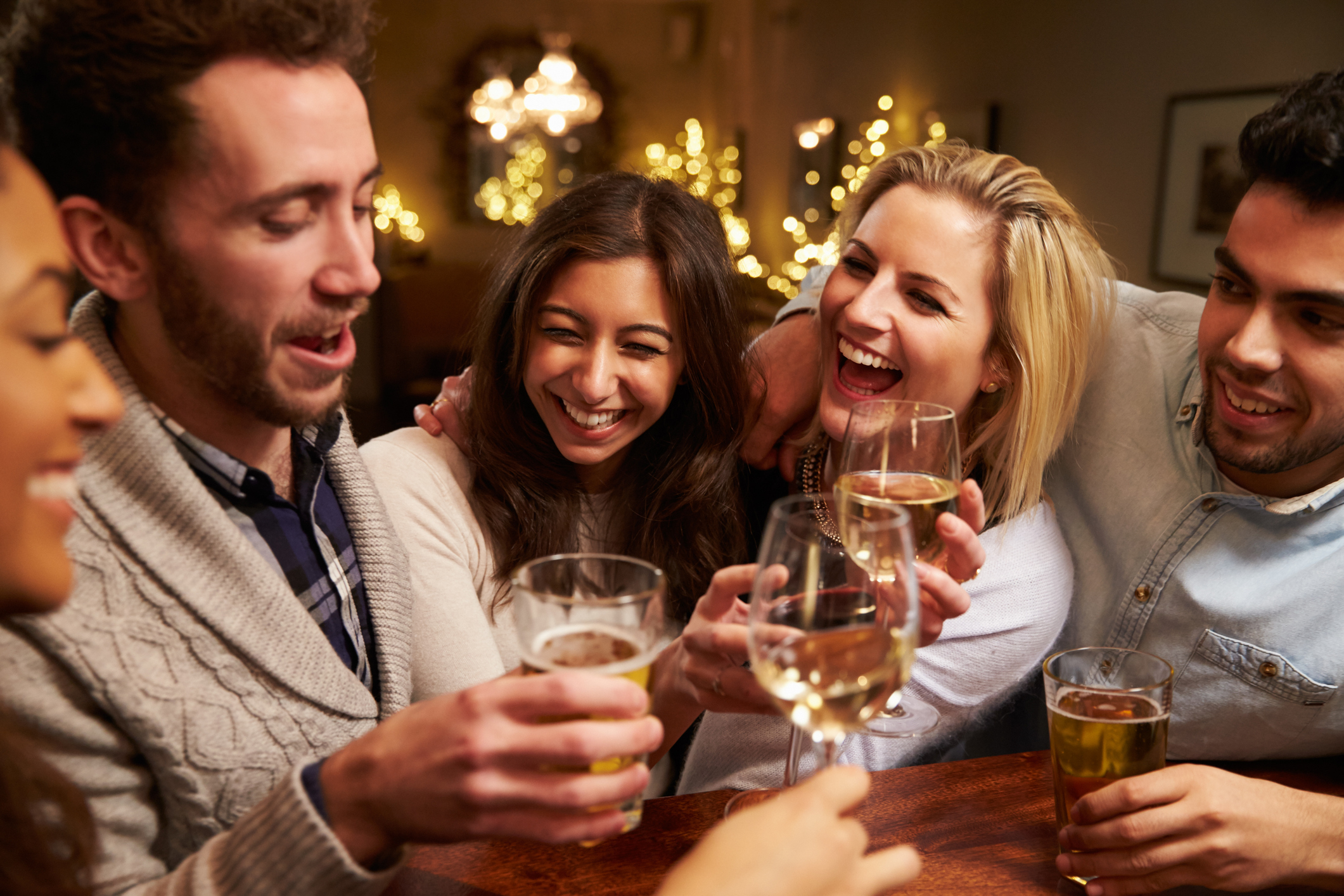 The best pub conversations take place at 7.52pm on Friday nights, according to research. Photo: Getty/monkeybusinessimages